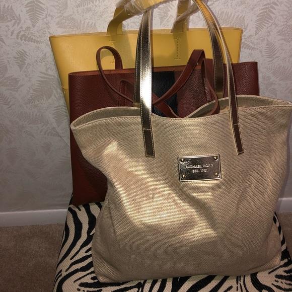 Michael Kors Handbags - 👜Michael Kors Tote👜 ONLY
